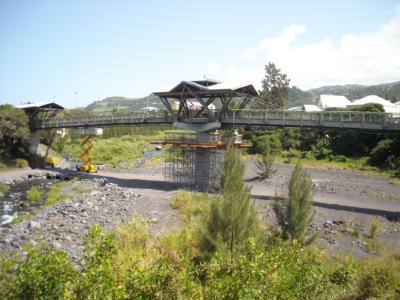 MOE - Réparation de la passerelle de la rivière des Remparts à Saint Joseph
