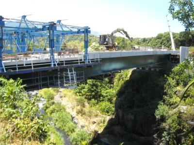 EXE - Pont sur la Riviere des Remparts